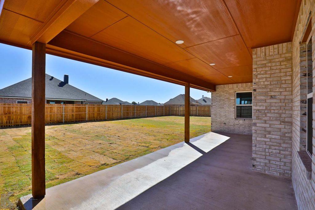Cornerstone-Custom-Homes-Yard Line